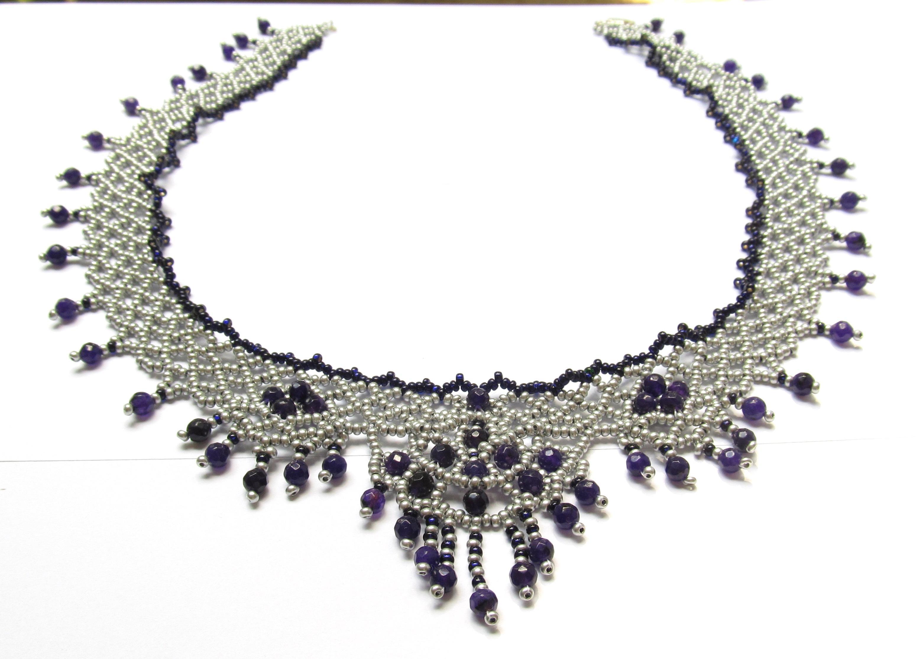 Ожерелья, колье, жгуты из бисера
